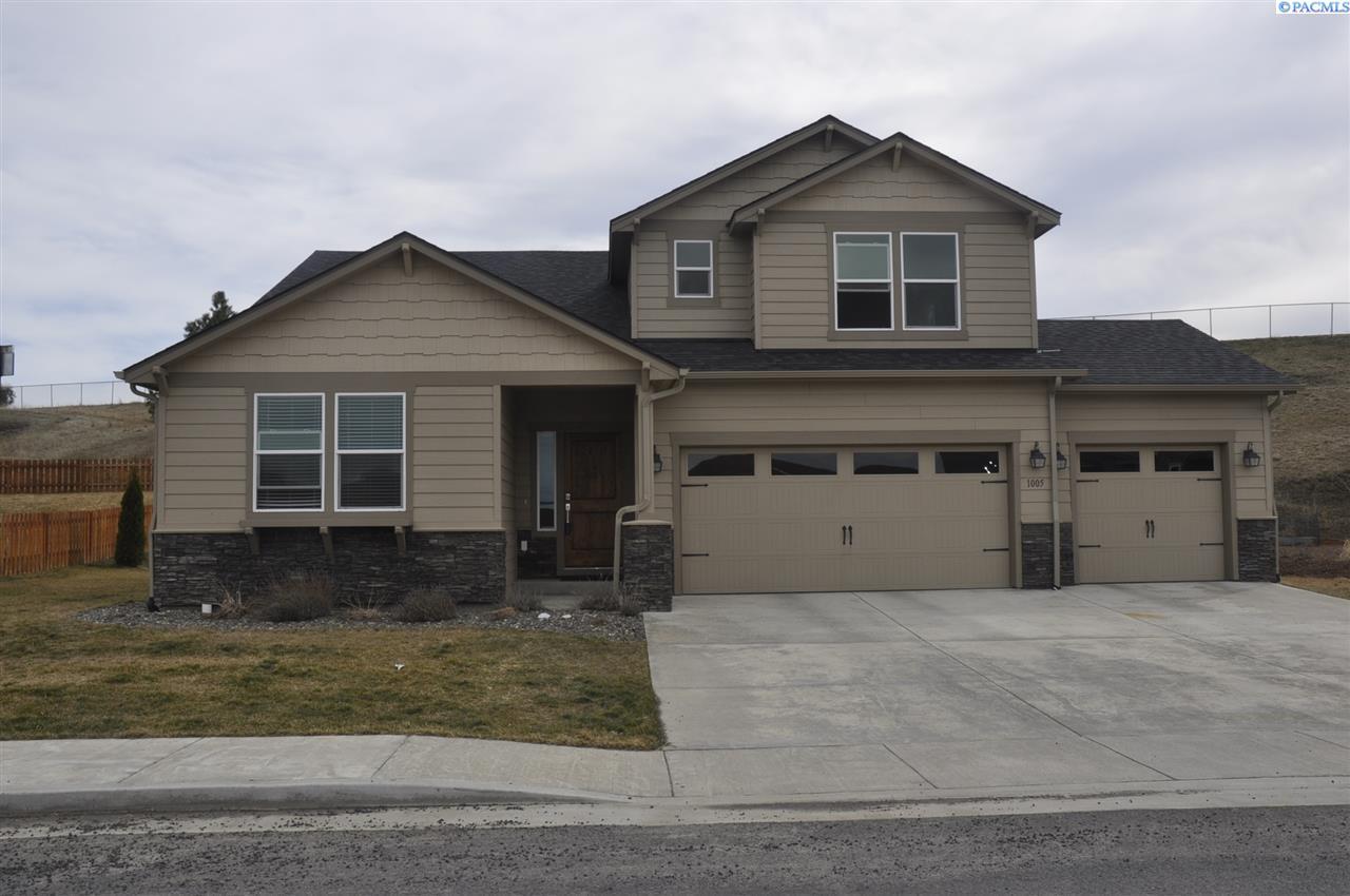 Single Family Home for Sale at 1005 NW Marshland 1005 NW Marshland Pullman, Washington 99163 United States