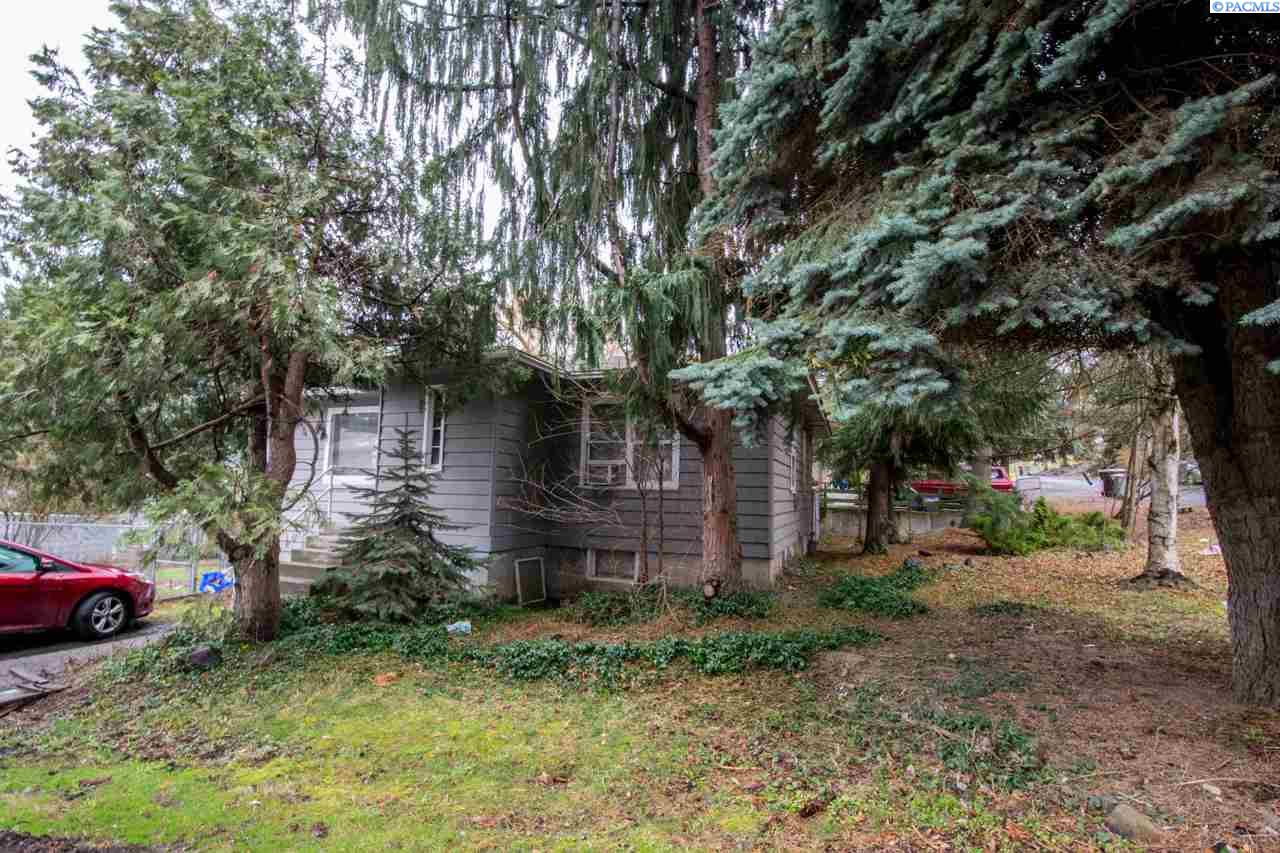 Single Family Home for Sale at 525 SW Henry 525 SW Henry Pullman, Washington 99163 United States