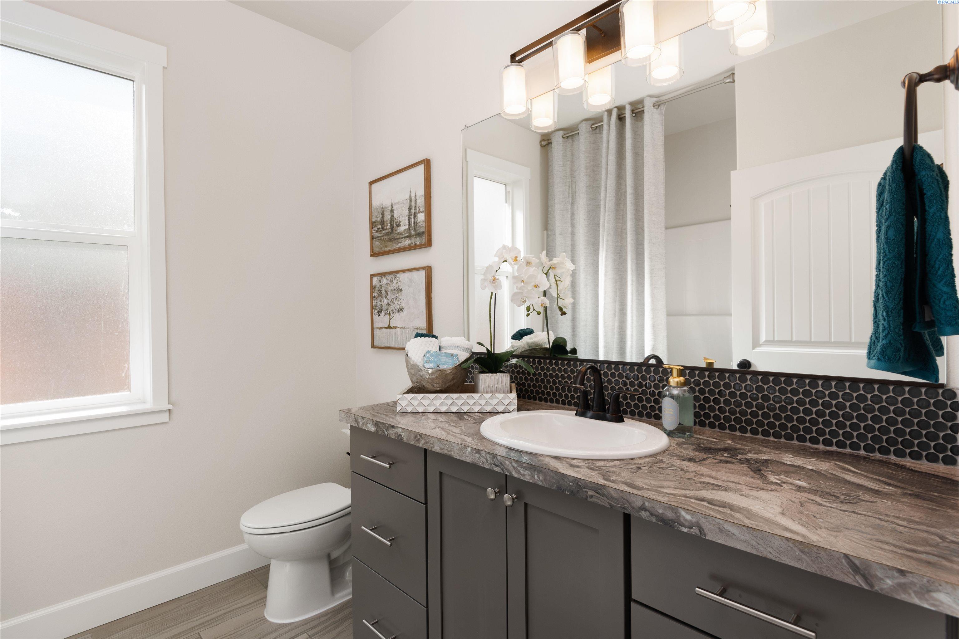 Additional photo for property listing at 6930 W 31st Avenue Kennewick, Washington 99338 United States