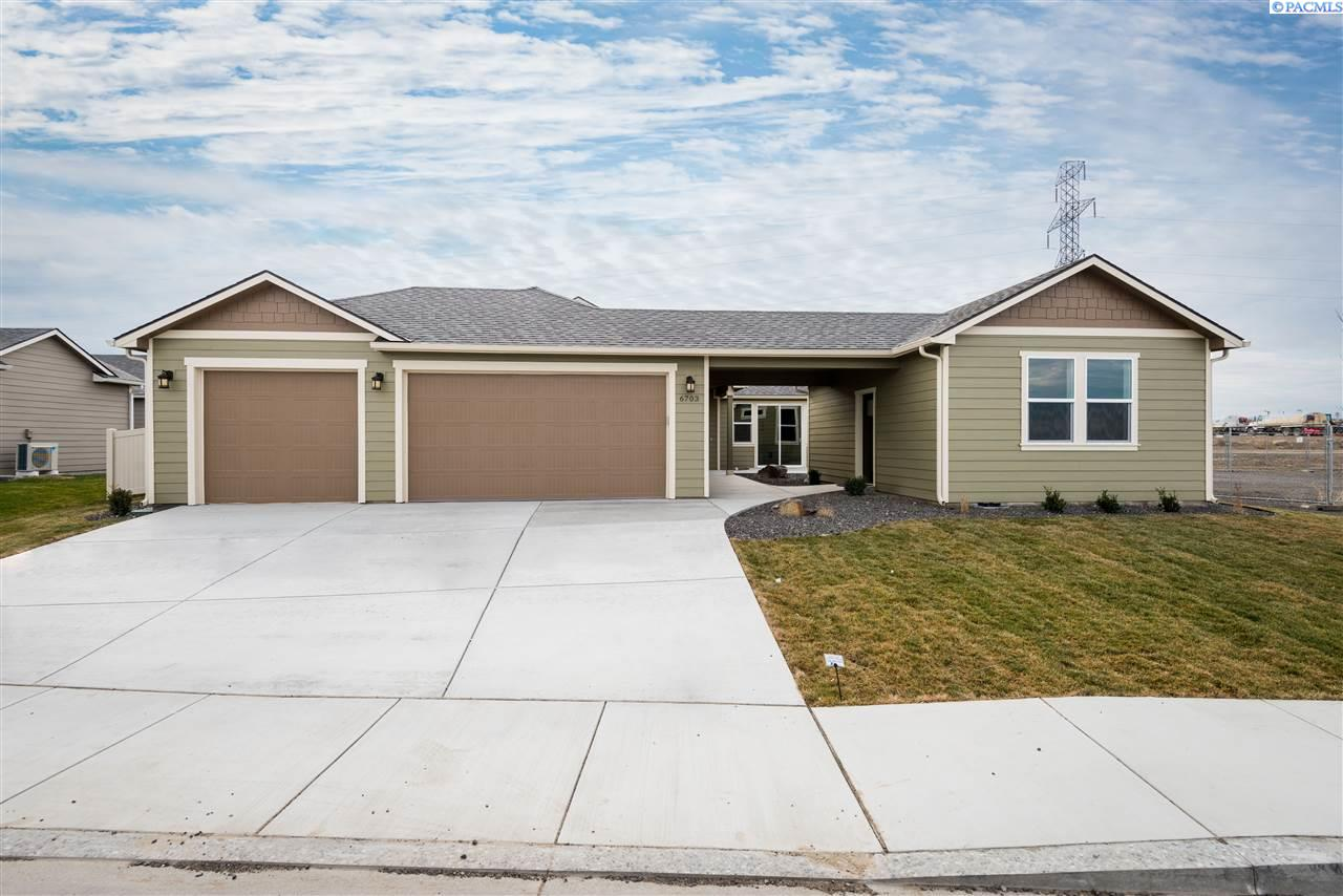 Single Family Homes for Sale at 6703 W 38th Kennewick, Washington 99338 United States