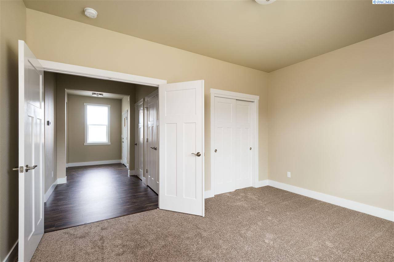 Additional photo for property listing at 6703 W 38th Kennewick, Washington 99338 United States