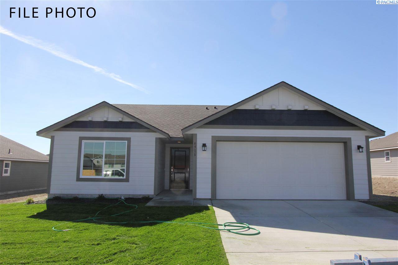 Single Family Homes for Sale at 629 E 35th Avenue Kennewick, Washington 99337 United States