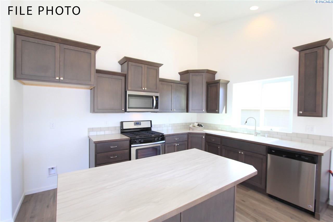 Additional photo for property listing at 629 E 35th Avenue Kennewick, Washington 99337 United States
