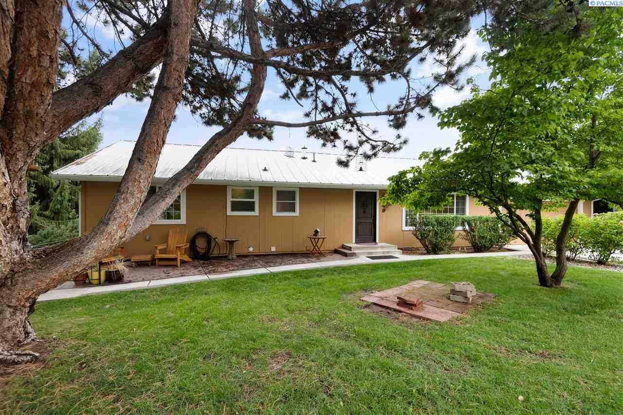 Single Family Homes for Sale at 4140 Ironton Drive 4140 Ironton Drive West Richland, Washington 99353 United States