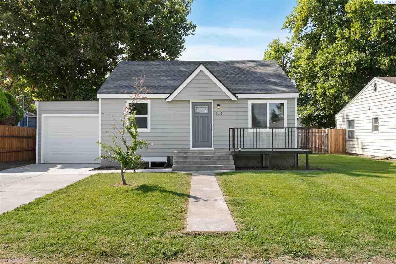 Single Family Homes for Sale at 110 E 14th Avenue 110 E 14th Avenue Kennewick, Washington 99337 United States
