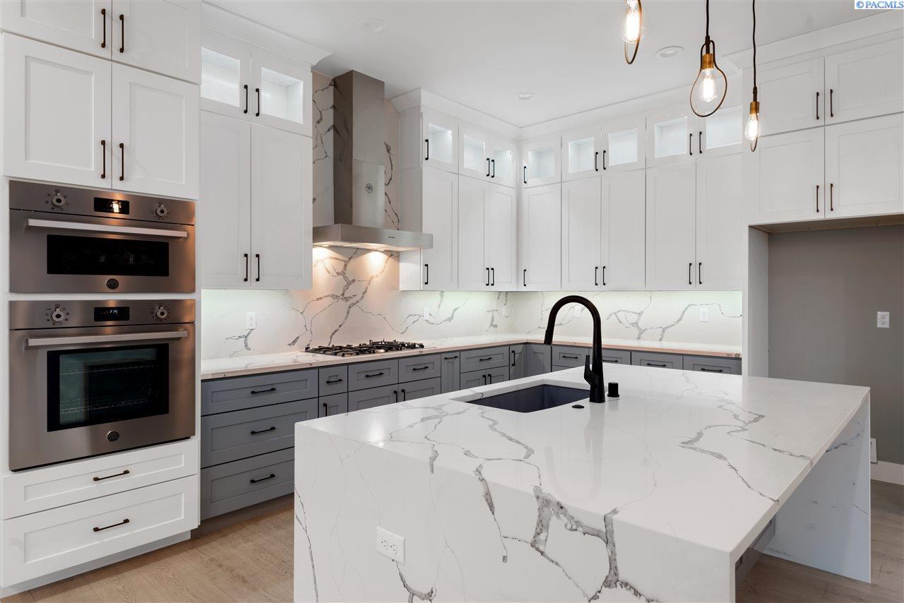 Single Family Homes for Sale at 1777 Brianna Court Richland, Washington 99352 United States