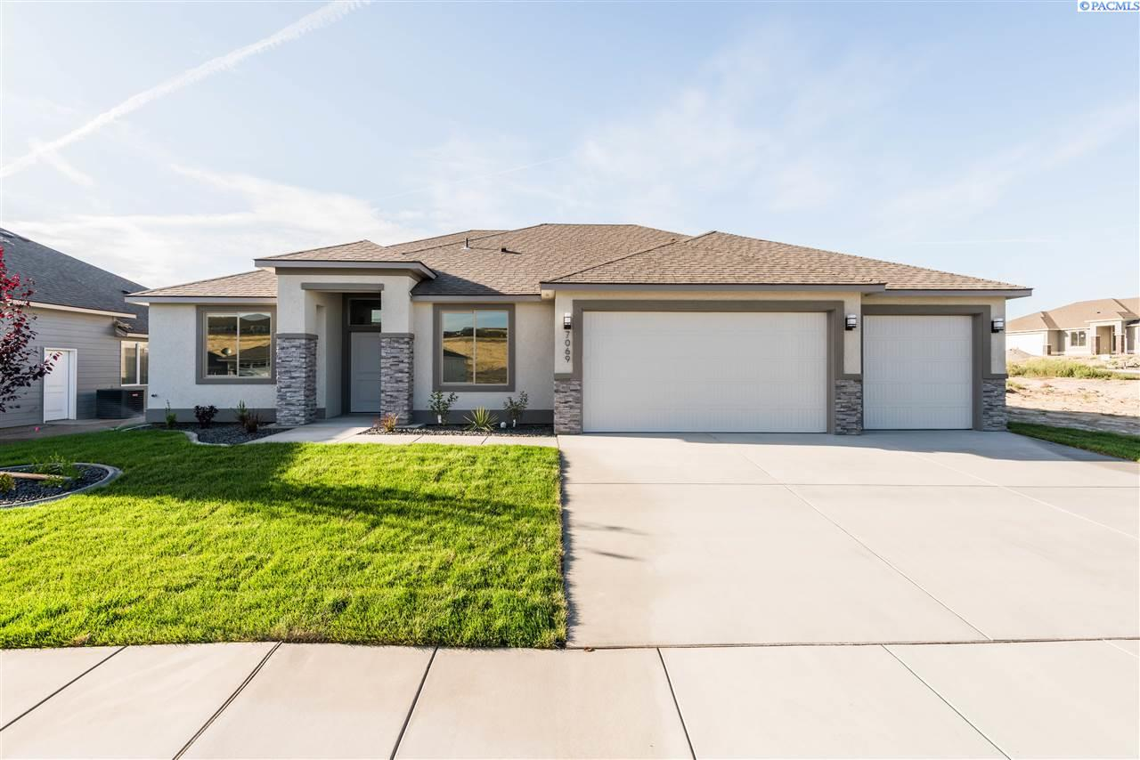 Single Family Homes for Sale at 7069 31st PLACE Kennewick, Washington 99337 United States