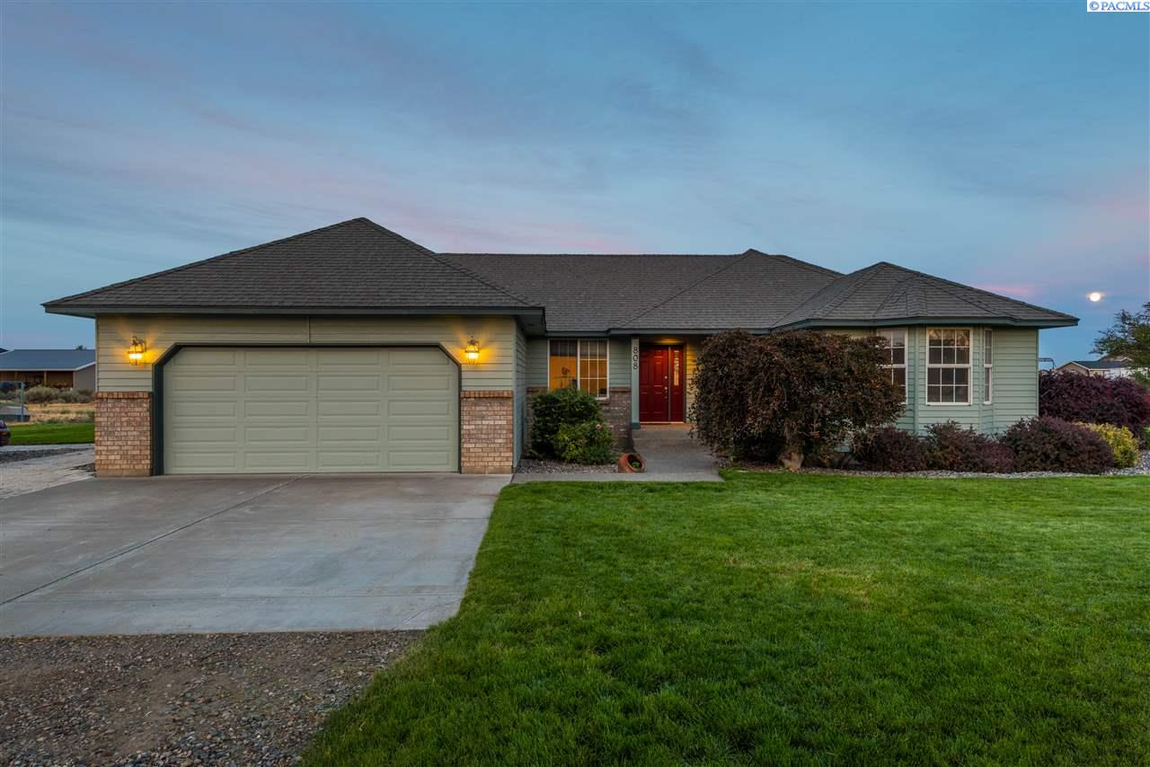 Single Family Homes for Sale at 808 S 54th Avenue 808 S 54th Avenue West Richland, Washington 99353 United States