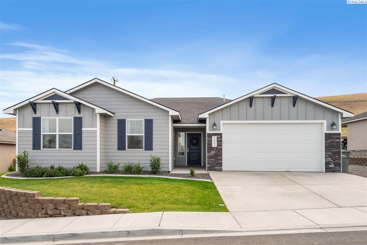 Single Family Homes for Sale at 2641 W 44th Place 2641 W 44th Place Kennewick, Washington 99337 United States