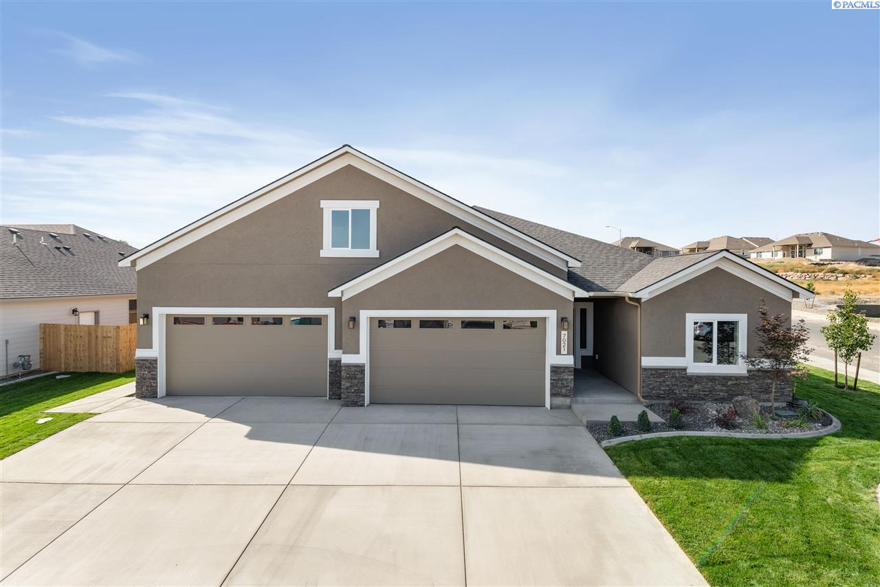Single Family Homes for Sale at 7021 W 31st Place Kennewick, Washington 99338 United States