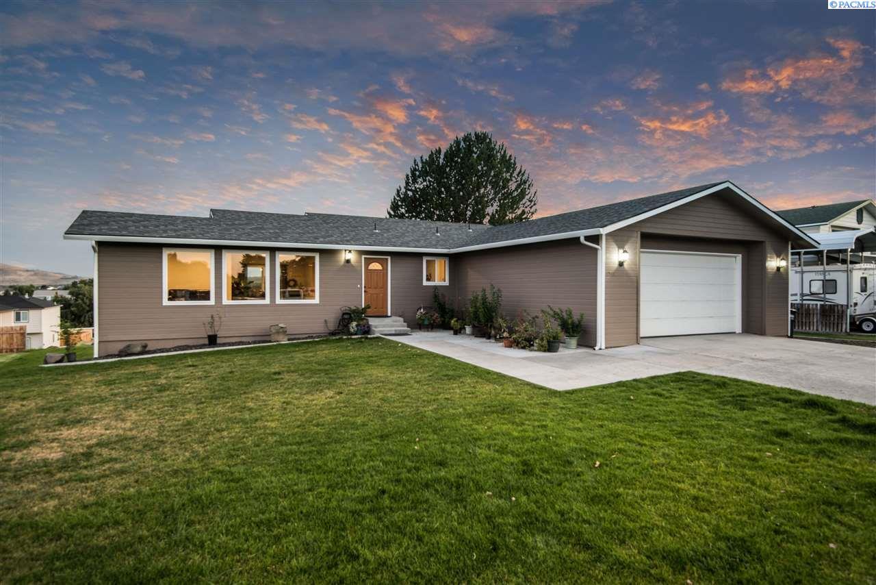 Single Family Homes for Sale at 4541 Maple Lane West Richland, Washington 99353 United States