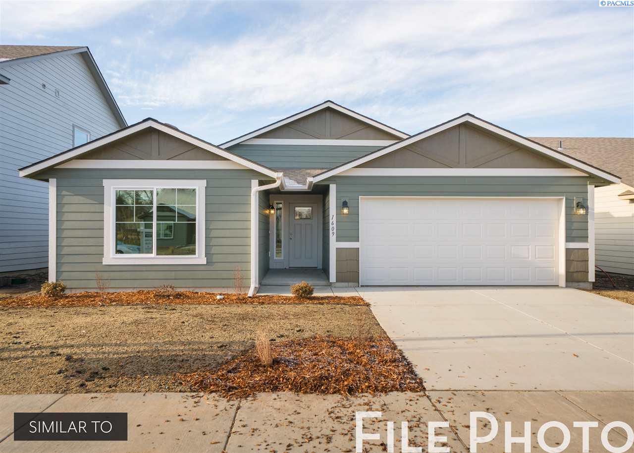 Single Family Homes for Sale at 580 E 35th Avenue Kennewick, Washington 99337 United States