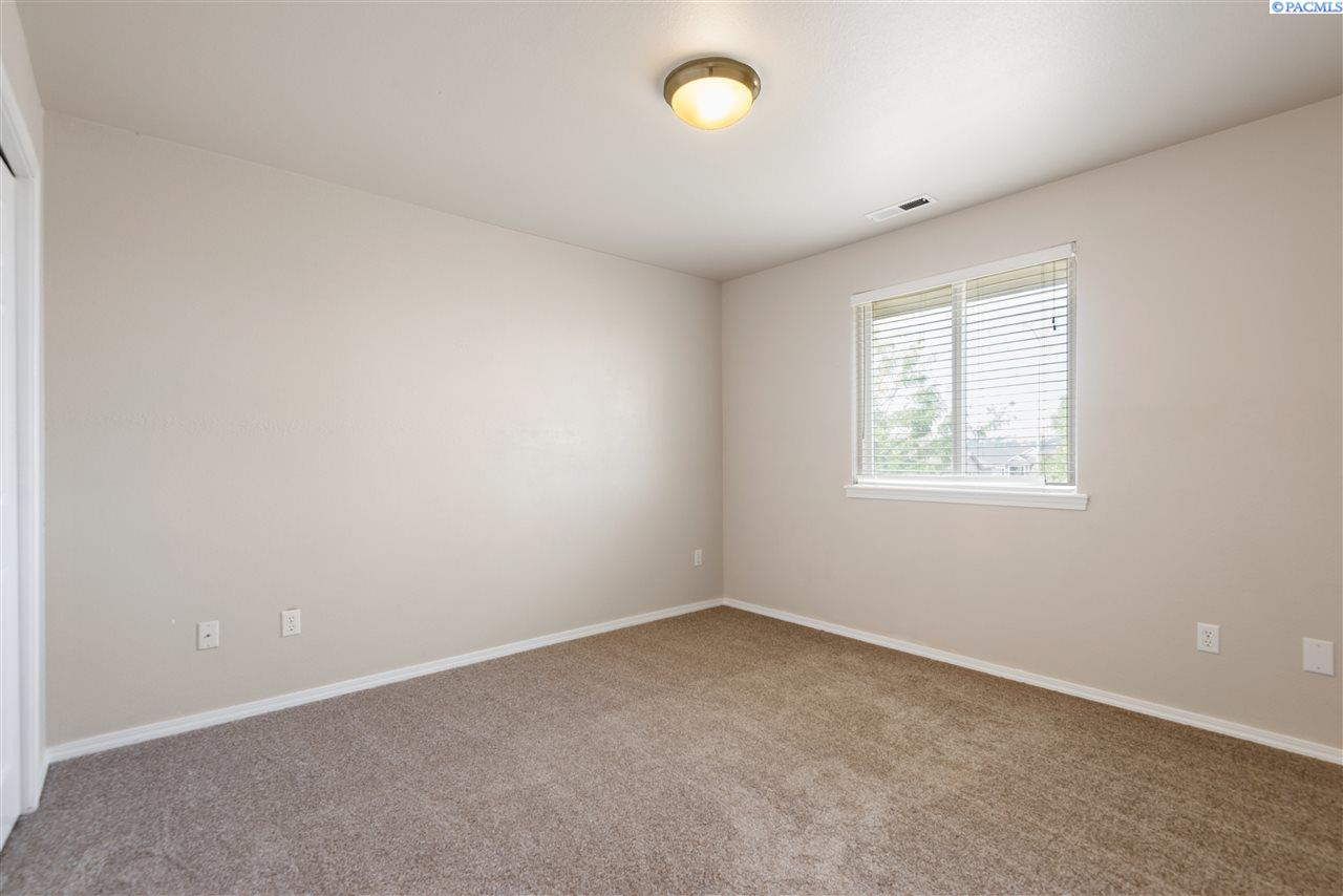Additional photo for property listing at 413 S QUEBEC Street Kennewick, Washington 99336 United States