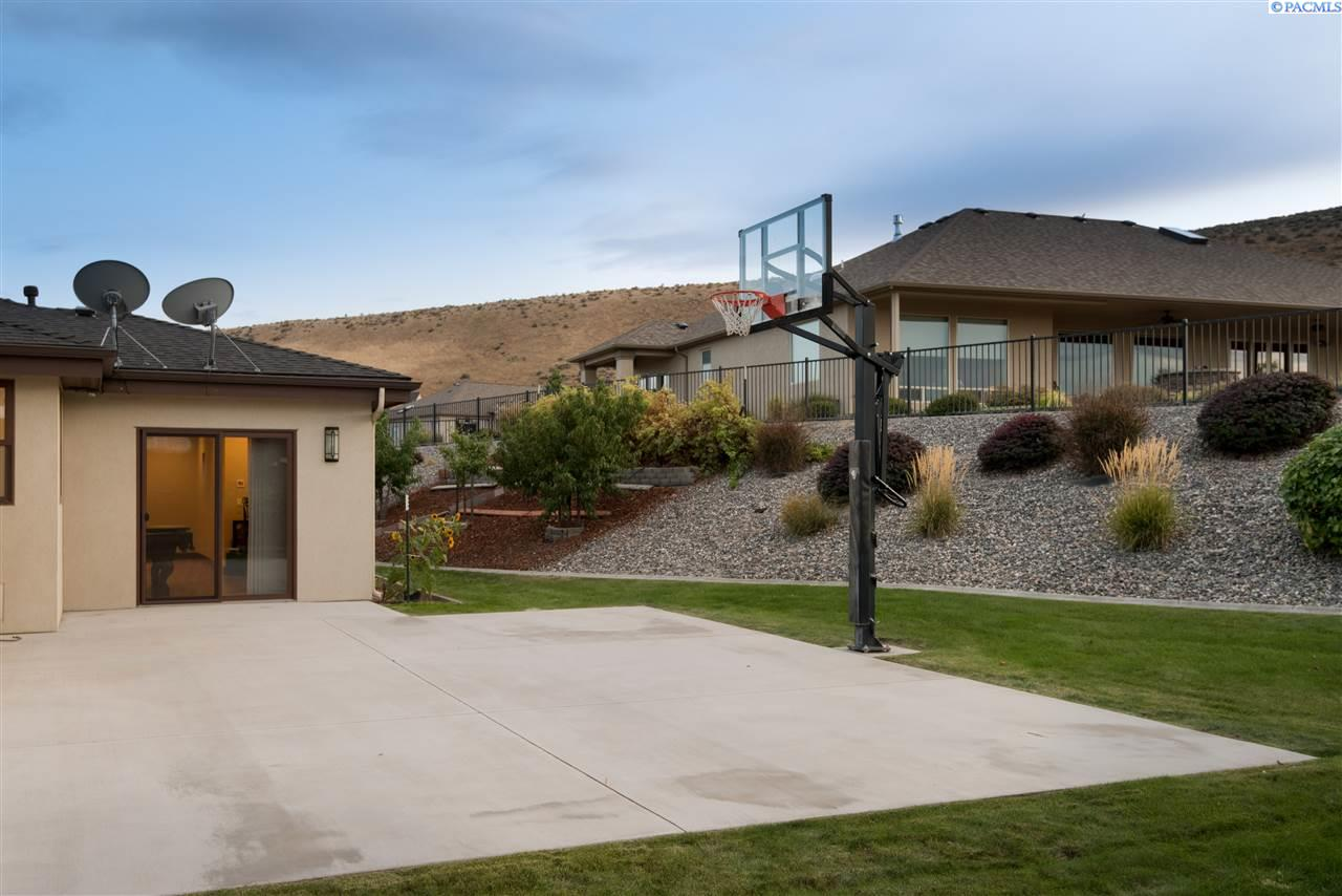 Additional photo for property listing at 646 Summit Street Richland, Washington 99352 United States