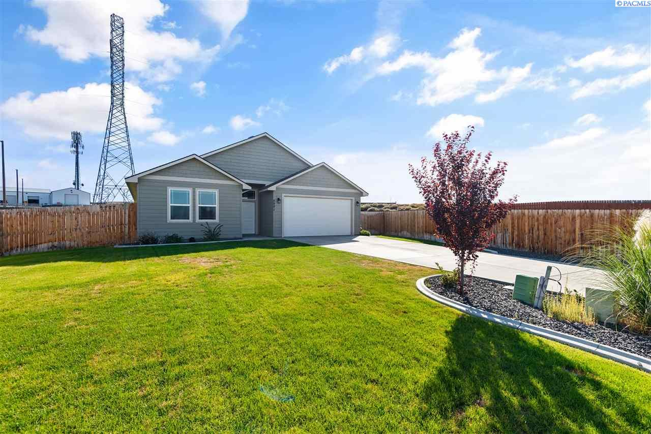 Single Family Homes for Sale at 5991 W 41st Avenue Kennewick, Washington 99338 United States