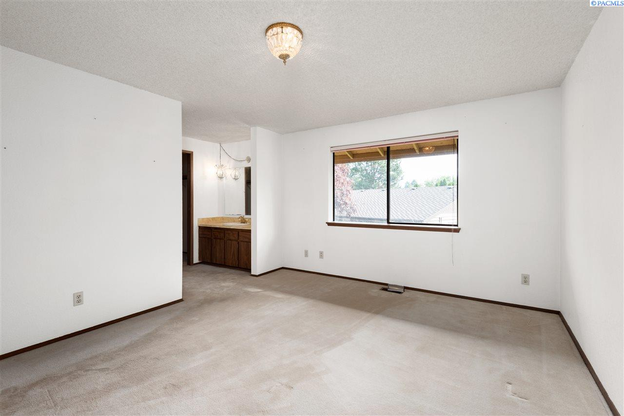 Additional photo for property listing at 316 Westmoreland Drive Richland, Washington 99352 United States