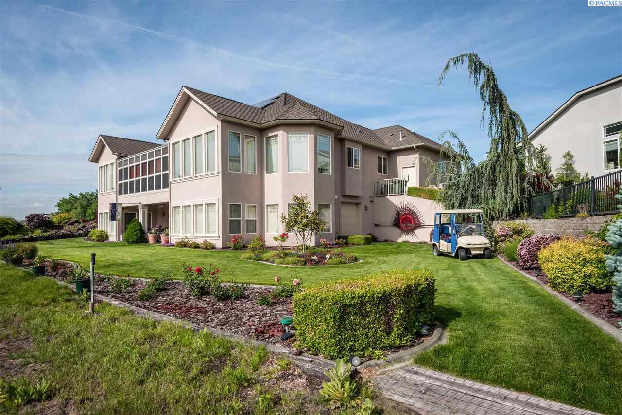 Single Family Homes for Sale at 2800 Hawkstone Court Richland, Washington 99354 United States