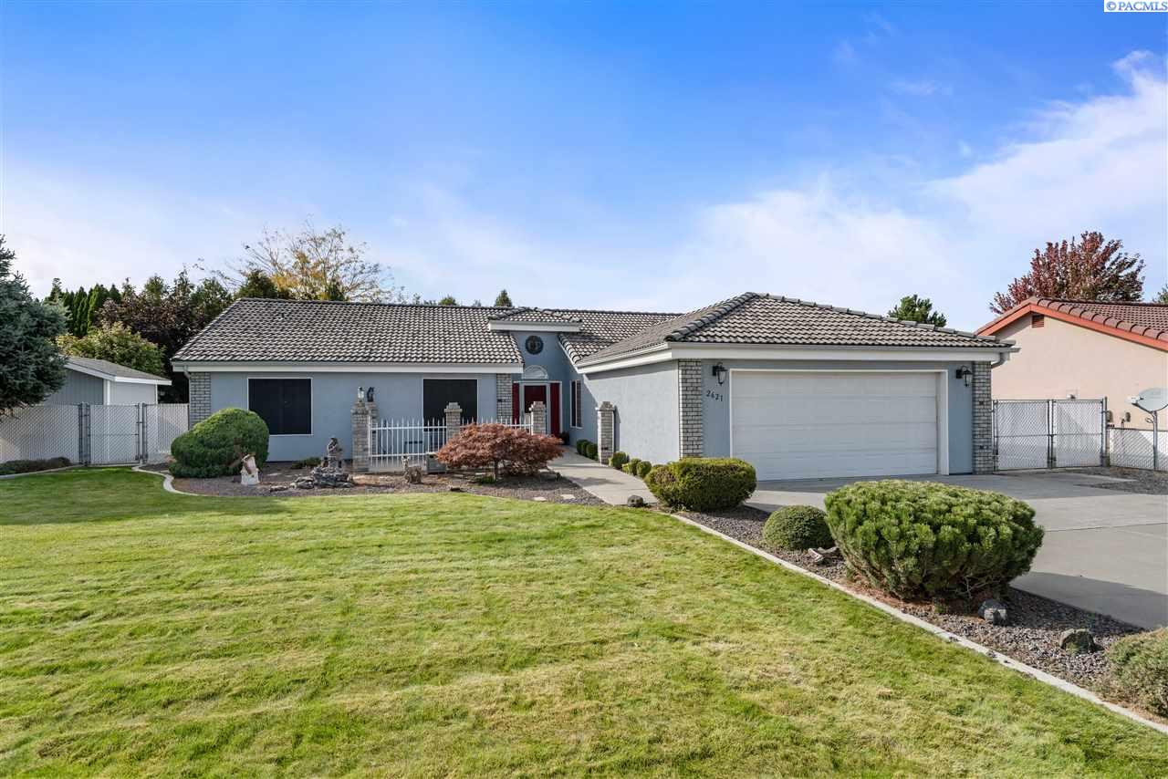 Single Family Homes for Sale at 2621 Royal Palm Avenue West Richland, Washington 99353 United States