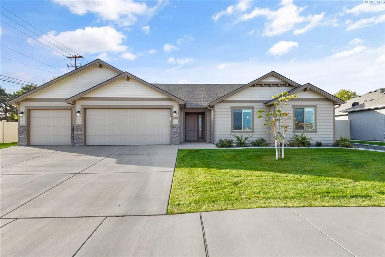 Single Family Homes for Sale at 1503 W 33rd Place Kennewick, Washington 99337 United States