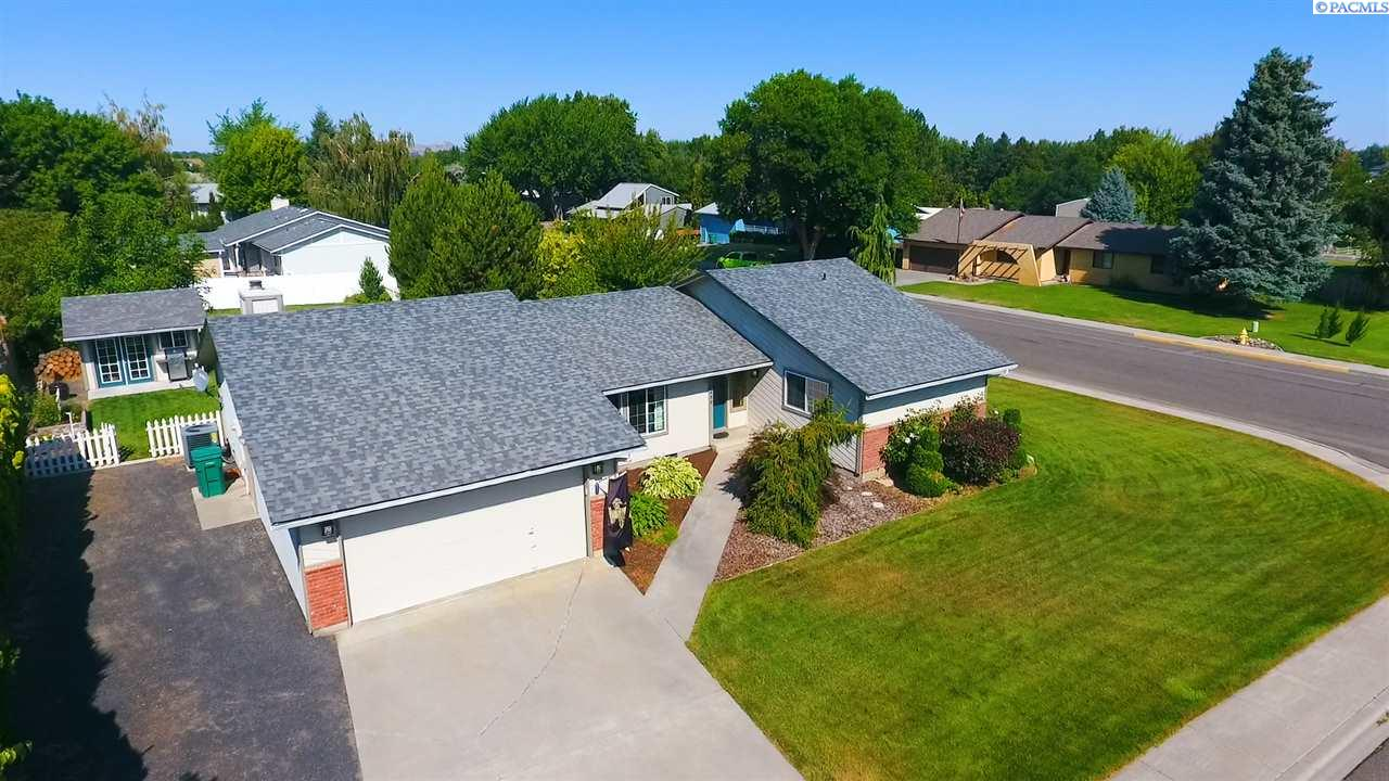 Single Family Homes for Sale at 1400 S Buchanan Place Kennewick, Washington 99338 United States