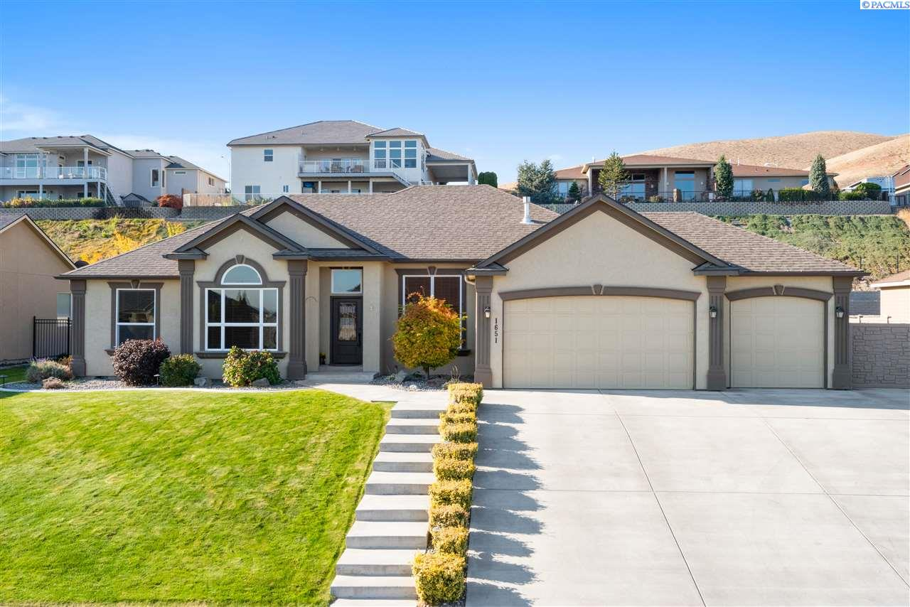 Single Family Homes for Sale at 1651 Meadow Hills Drive Richland, Washington 99352 United States