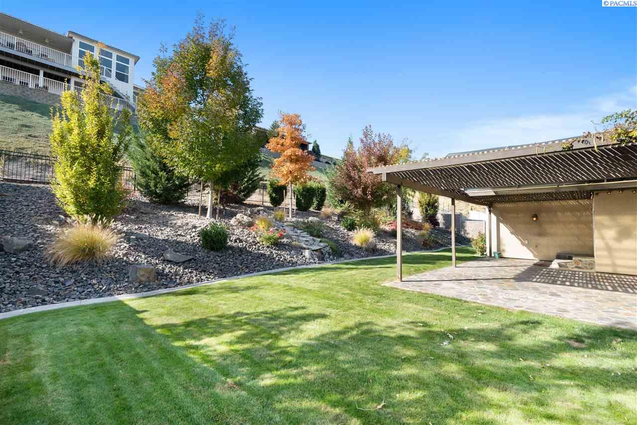 Additional photo for property listing at 1651 Meadow Hills Drive Richland, Washington 99352 United States