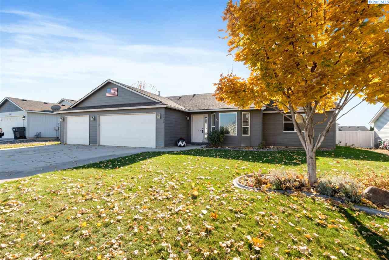 Single Family Homes for Sale at 7906 Salmon Drive Pasco, Washington 99301 United States