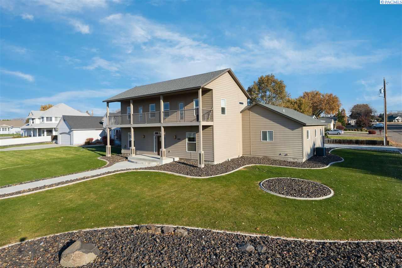 Single Family Homes for Sale at 10901 Court Street Pasco, Washington 99301 United States