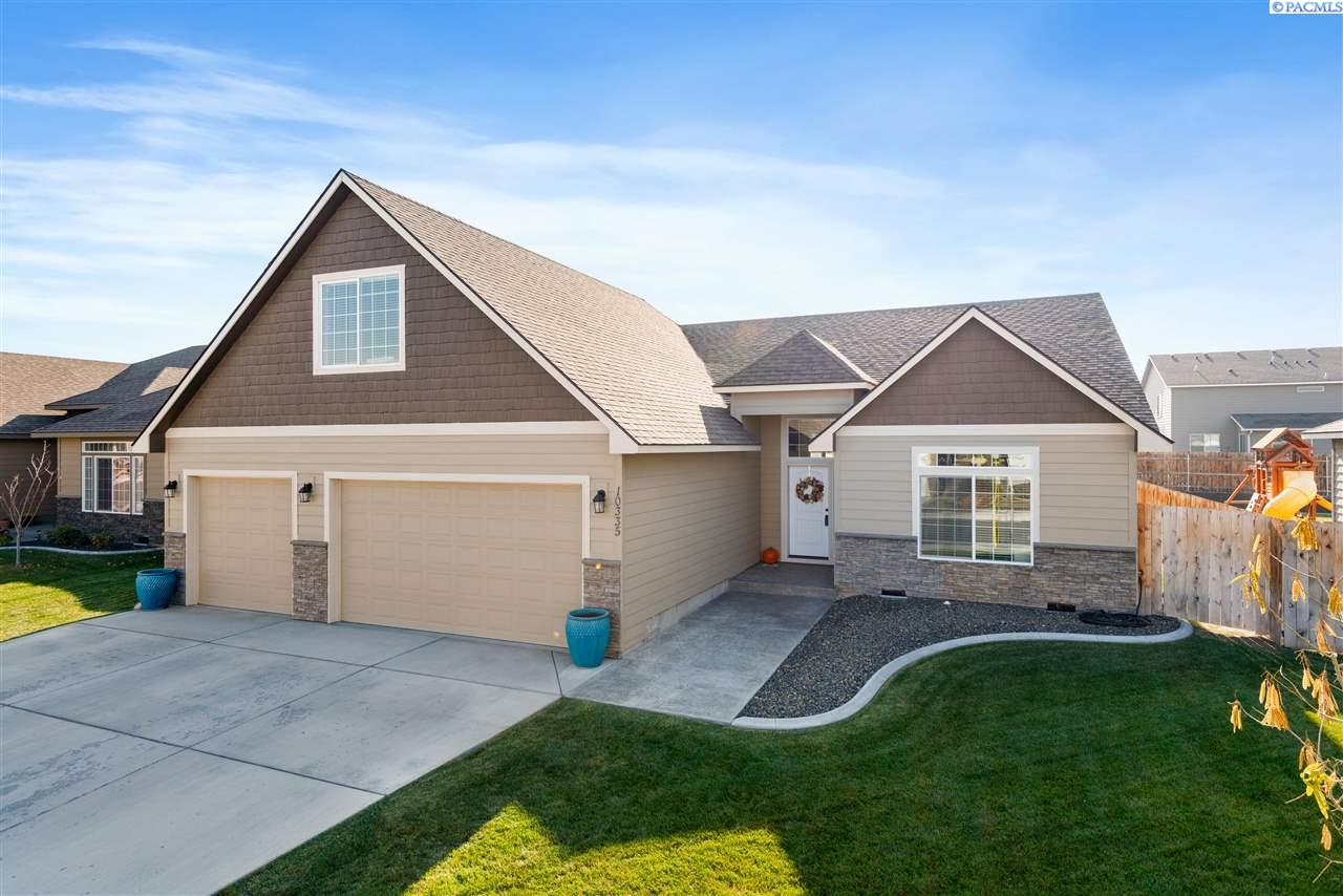 Single Family Homes for Sale at 10335 W 16th Place Kennewick, Washington 99338 United States