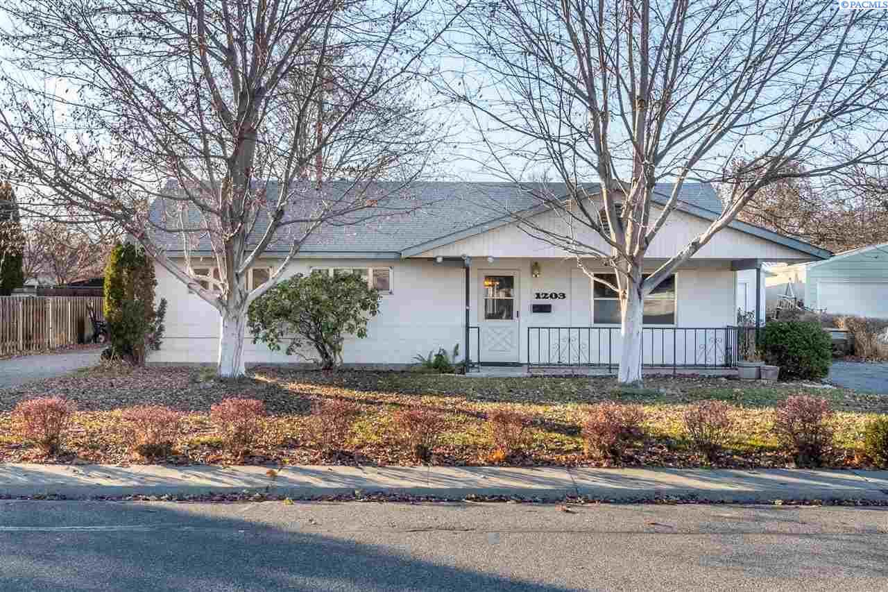 Single Family Homes for Sale at 1203 Wright Avenue Richland, Washington 99352 United States