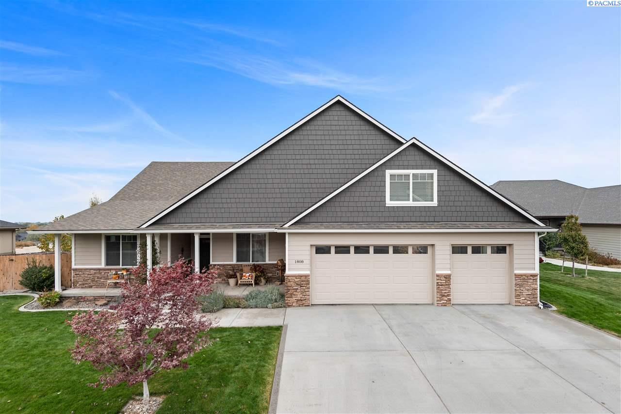 Single Family Homes for Sale at 1808 W 51st Avenue Kennewick, Washington 99337 United States
