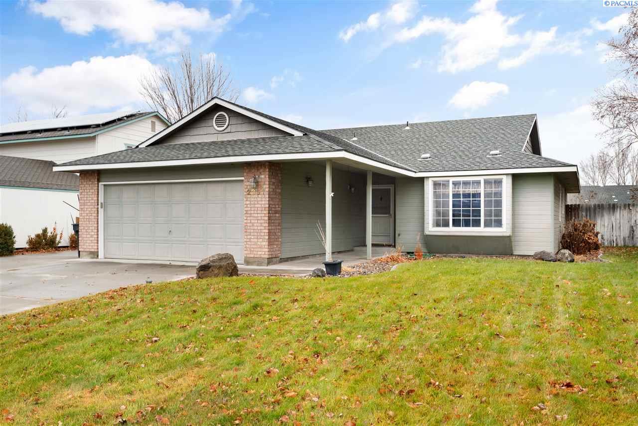 Single Family Homes for Sale at 2351 Hummingbird Lane West Richland, Washington 99353 United States