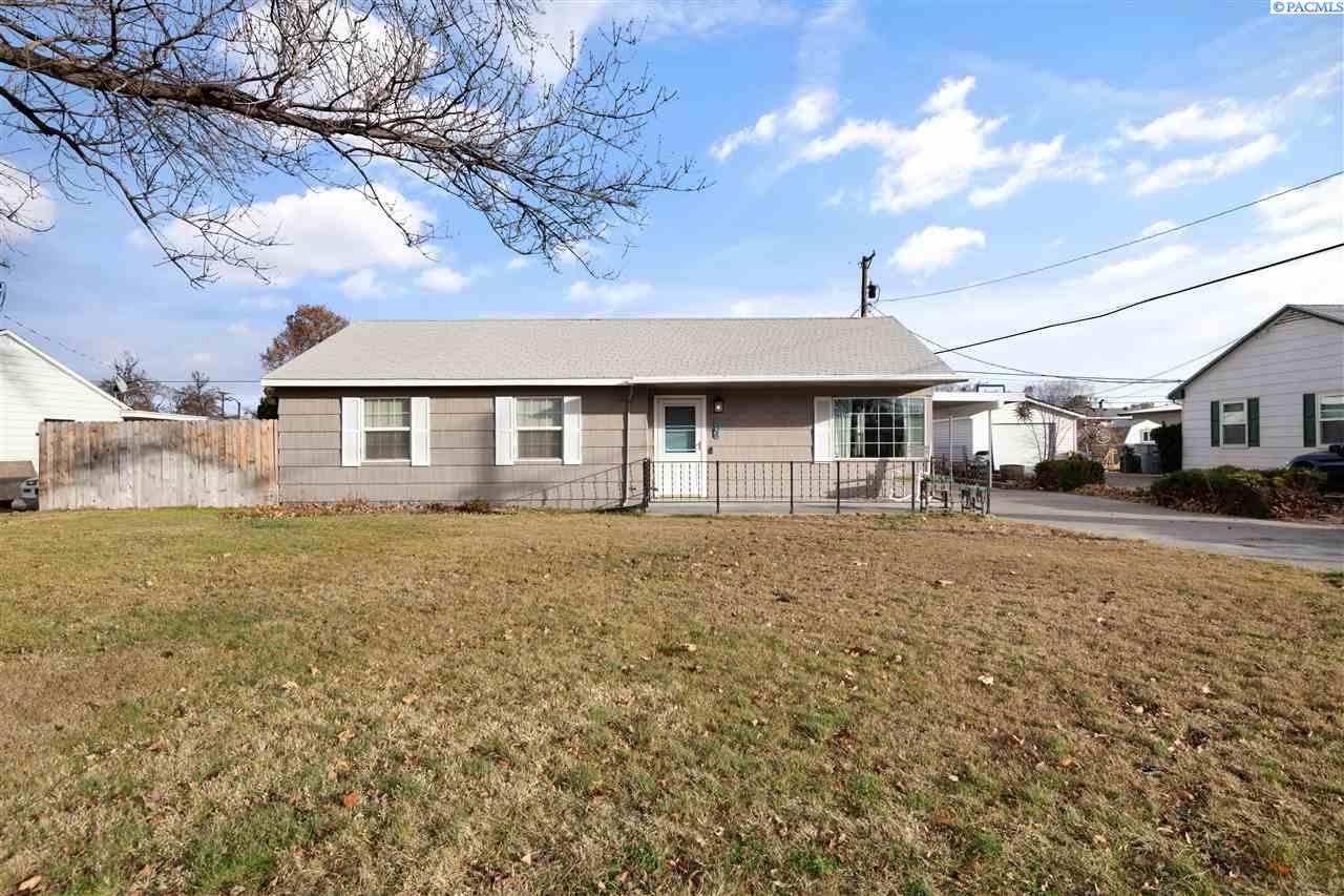Single Family Homes for Sale at 904 Cedar Richland, Washington 99353 United States