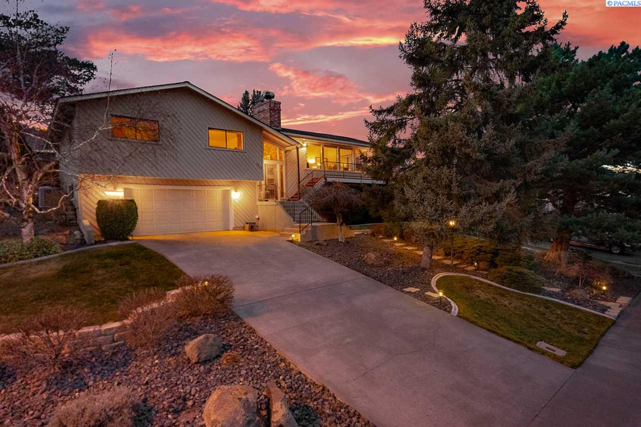 Single Family Homes for Sale at 2513 Blue Hill Court Richland, Washington 99352 United States