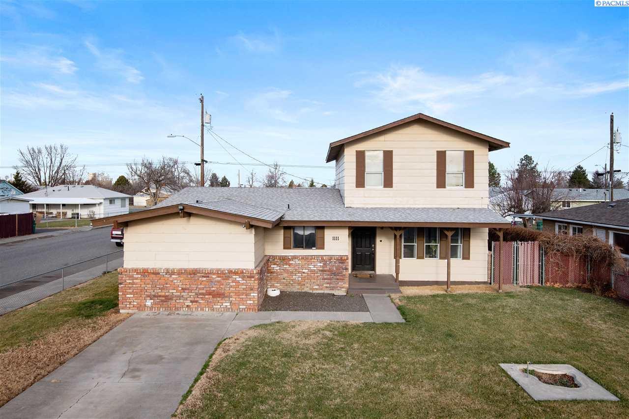 Single Family Homes for Sale at 1111 E 8th Avenue Kennewick, Washington 99336 United States