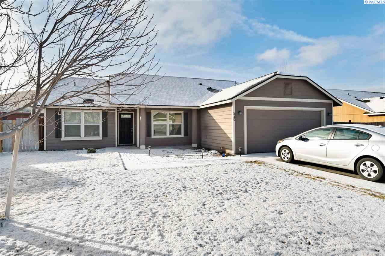 Single Family Homes for Sale at 5295 Pinehurst Street West Richland, Washington 99353 United States