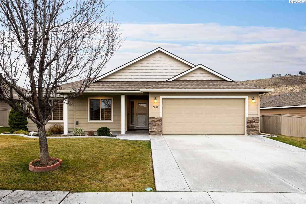 Single Family Homes for Sale at 5809 W 19th Avenue Kennewick, Washington 99338 United States