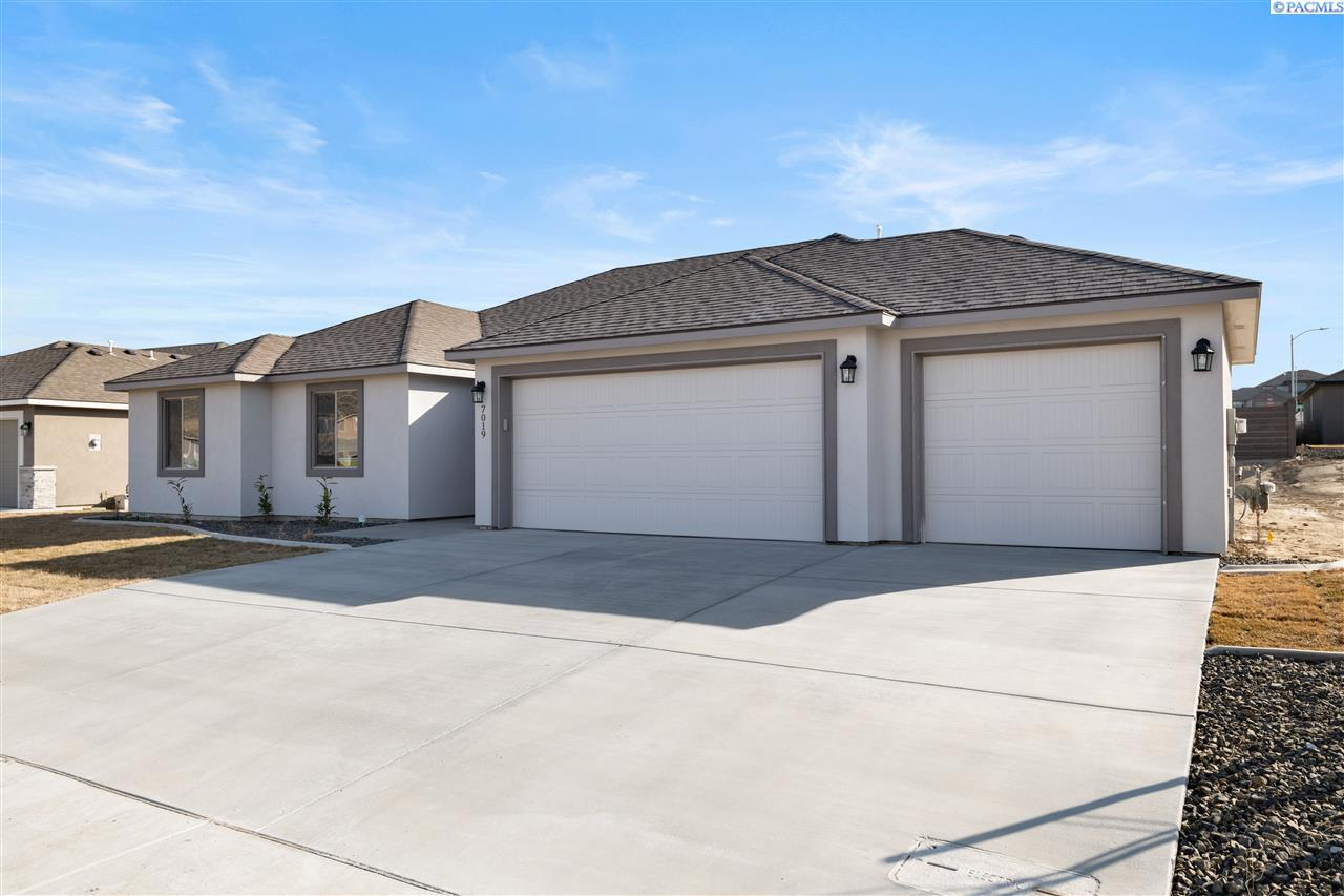 Single Family Homes for Sale at 7019 W 30th Place Kennewick, Washington 99338 United States