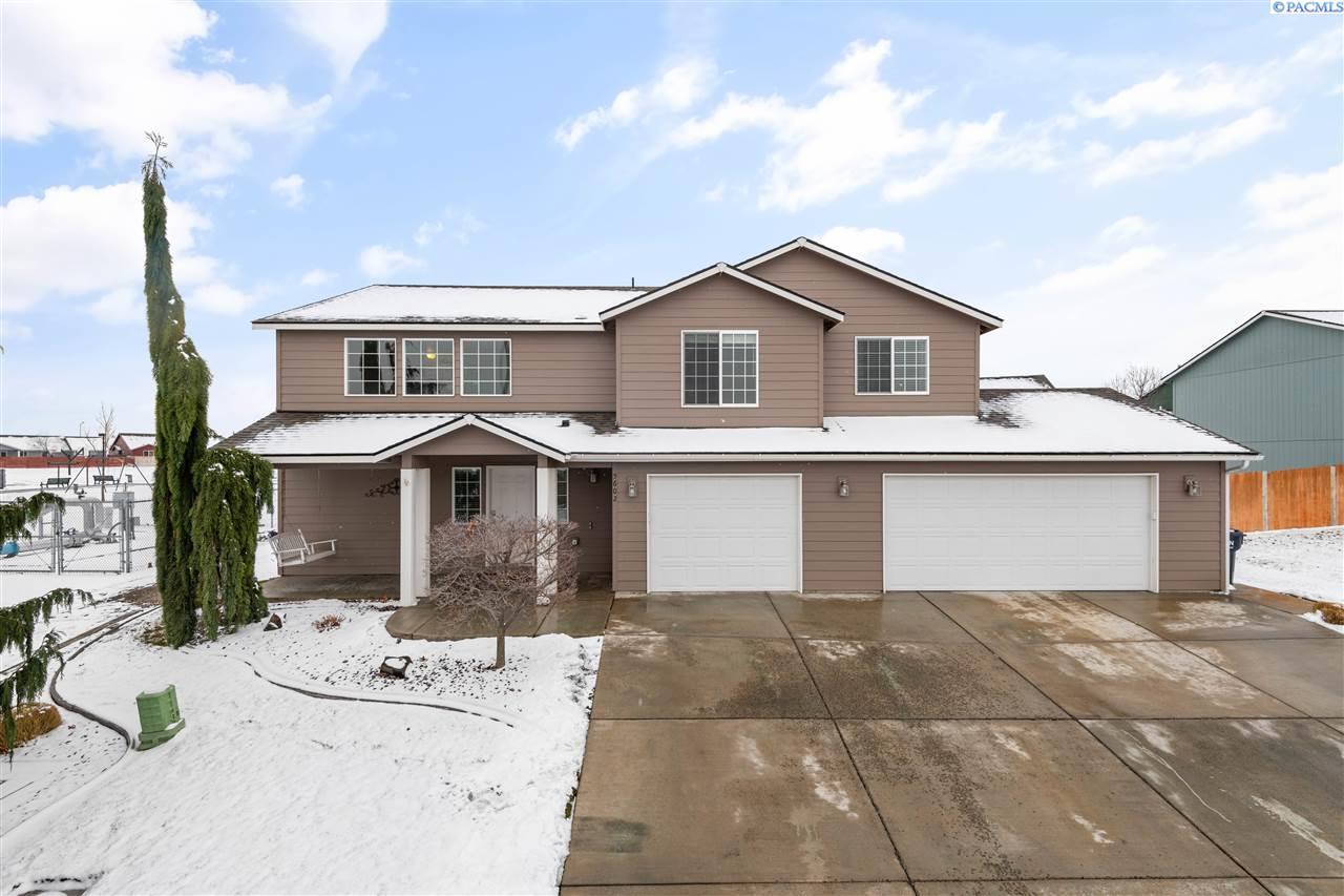 Single Family Homes for Sale at 5602 Wrigley Drive Pasco, Washington 99301 United States