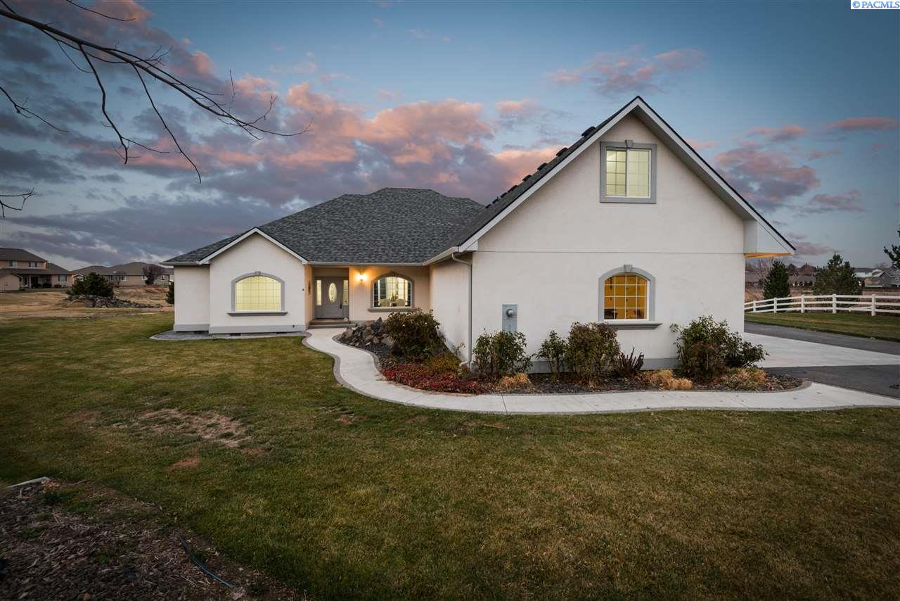 Single Family Homes for Sale at 5604 Glenbrook Loop West Richland, Washington 99353 United States