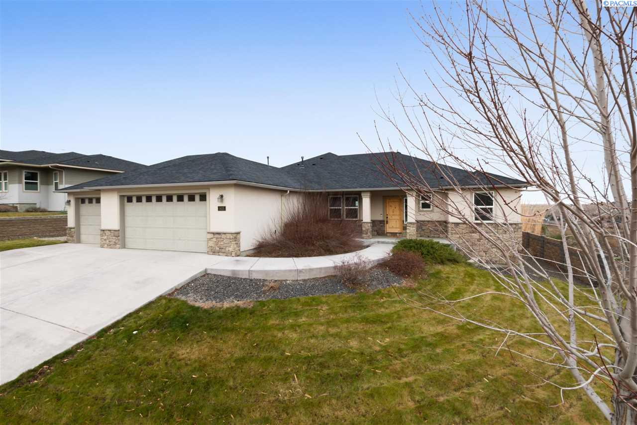 Single Family Homes for Sale at 1415 Badger Mountain Loop Richland, Washington 99352 United States