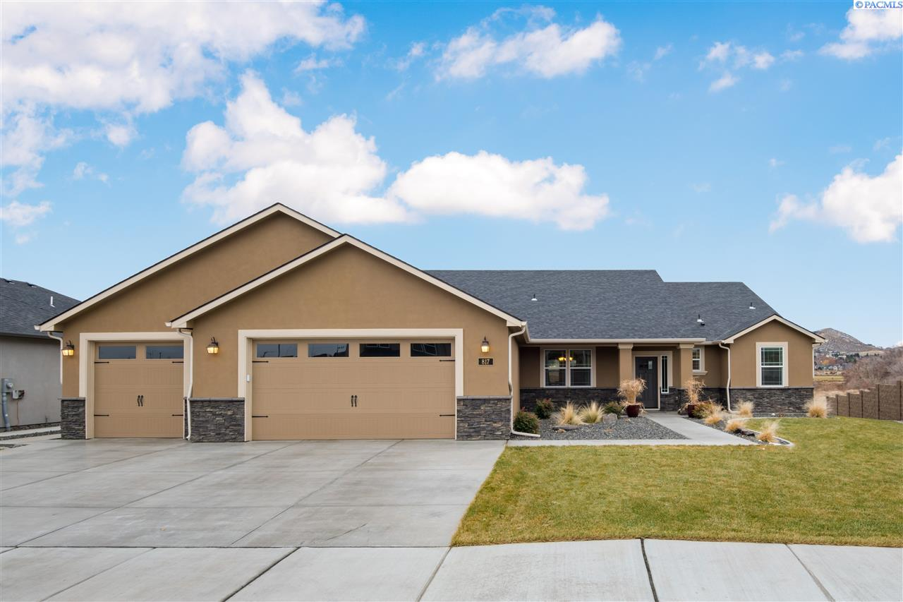 Single Family Homes for Sale at 817 Meadow Drive South Richland, Washington 99352 United States