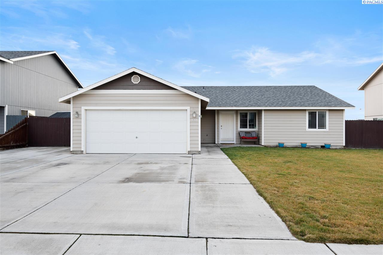 Single Family Homes for Sale at 4304 Campolina Lane Pasco, Washington 99301 United States