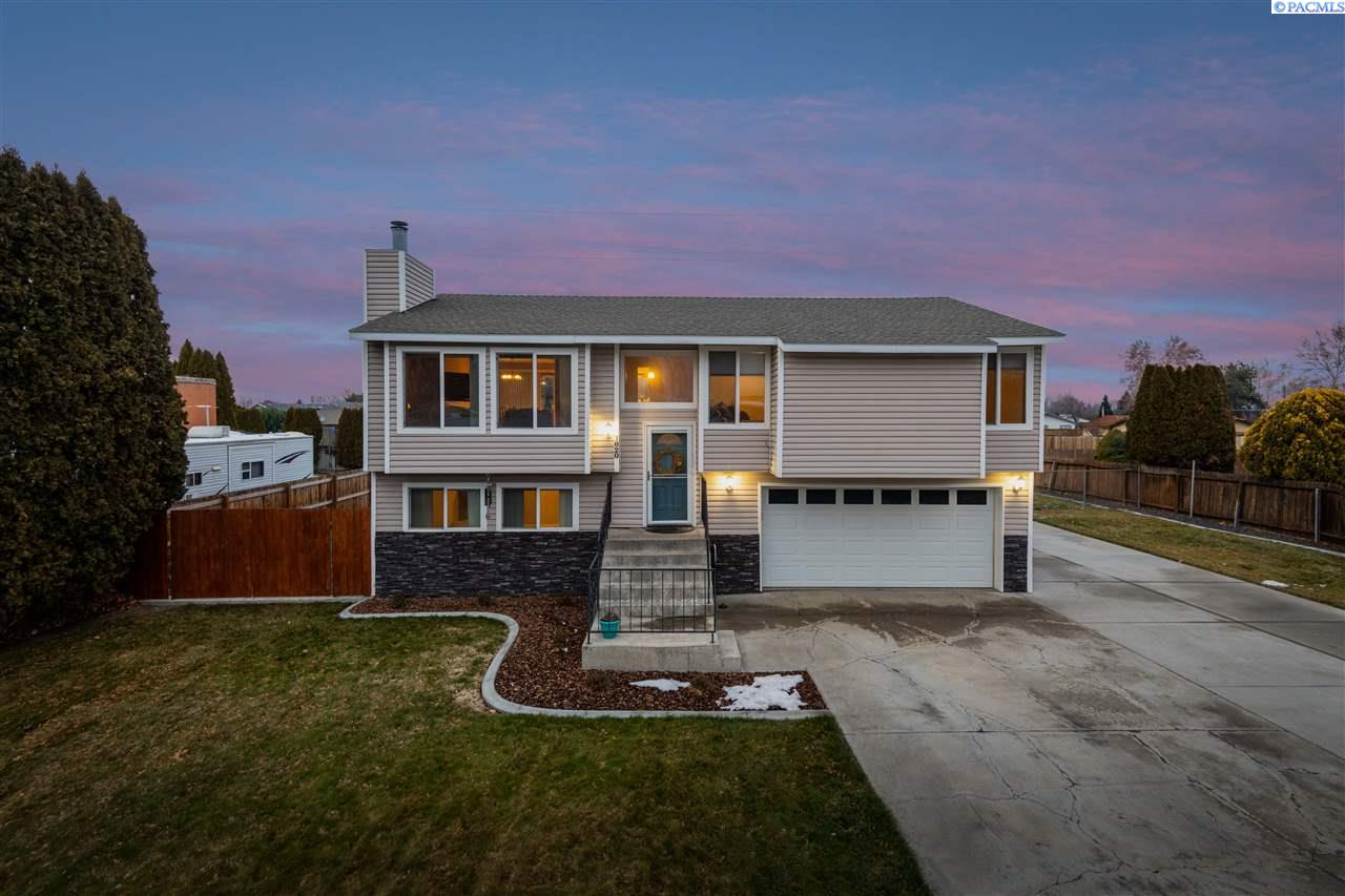 Single Family Homes for Sale at 1820 23rd Avenue Kennewick, Washington 99337 United States