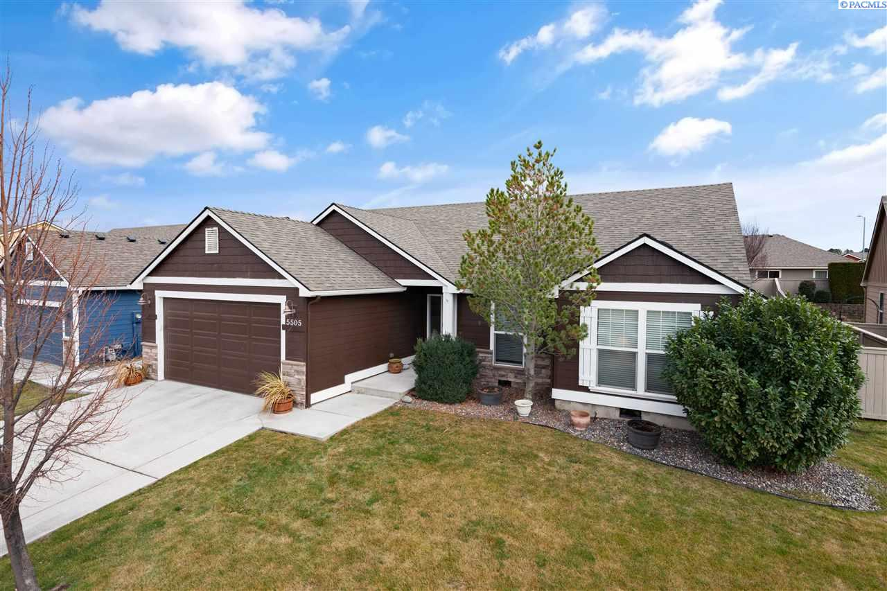 Single Family Homes for Sale at 5505 W 17th Avenue Kennewick, Washington 99338 United States
