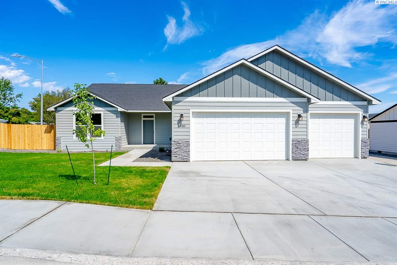 Single Family Homes for Sale at 1980 W 39th Avenue Kennewick, Washington 99337 United States
