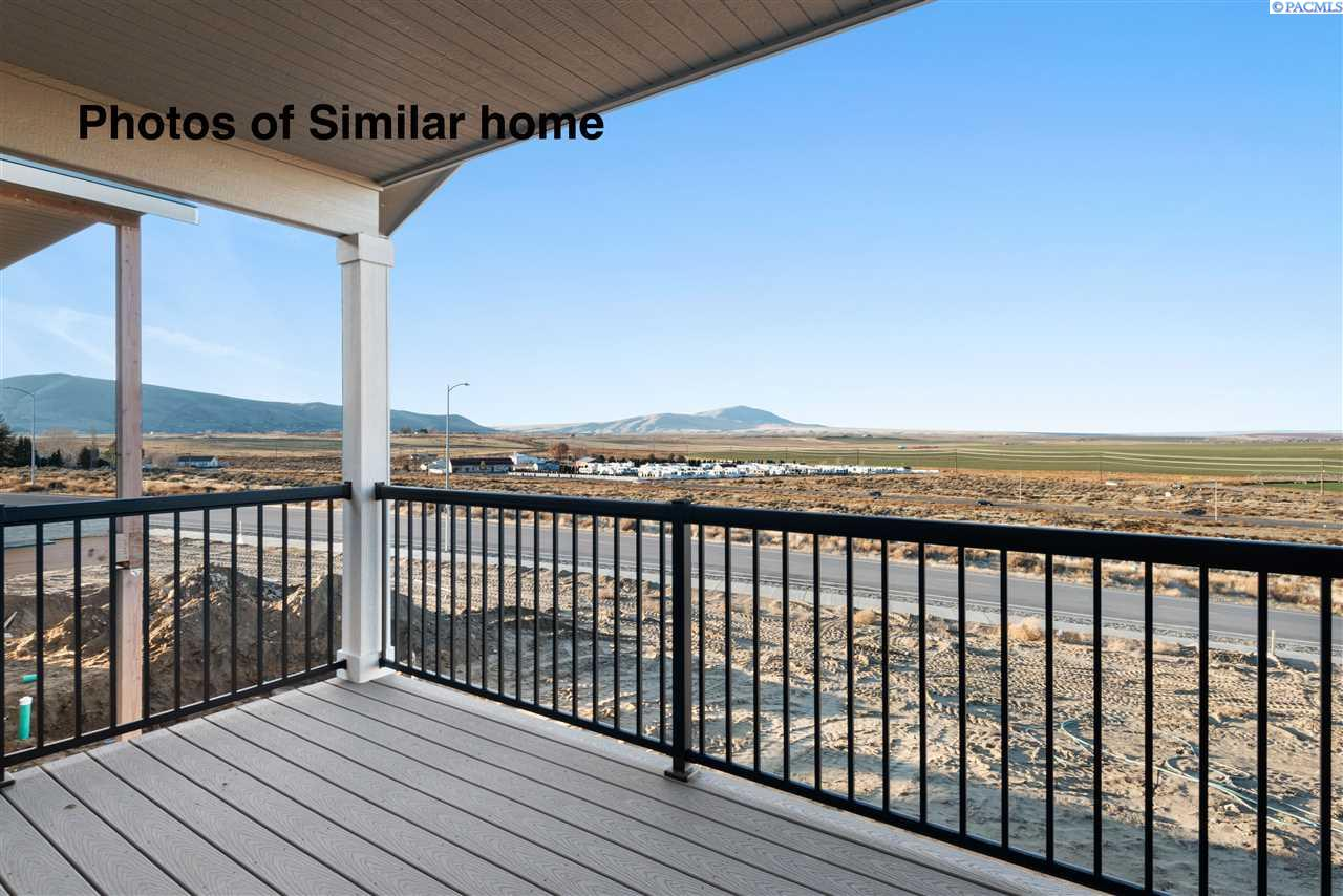 Single Family Homes for Sale at 467 Bedrock Loop West Richland, Washington 99353 United States