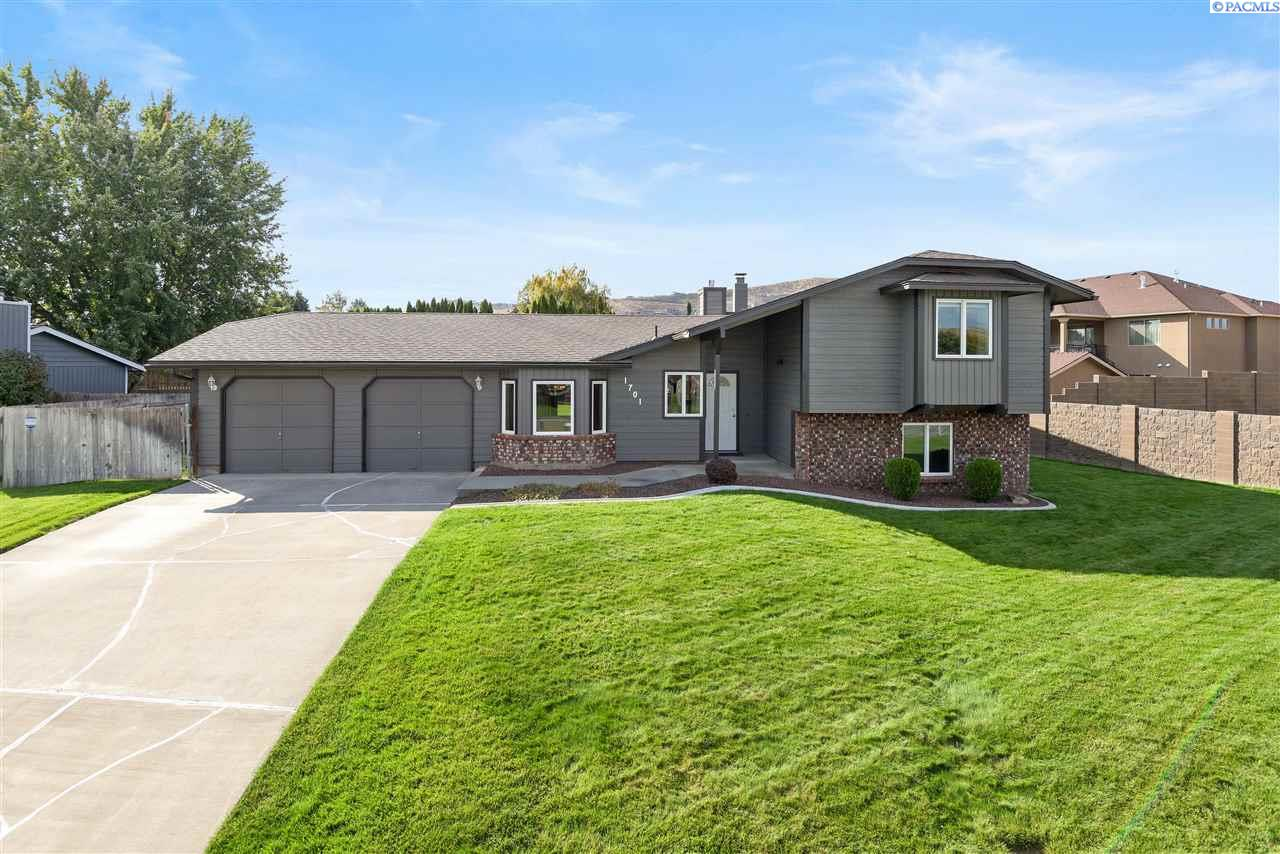 Single Family Homes for Sale at 1701 Silverwood Drive Richland, Washington 99352 United States