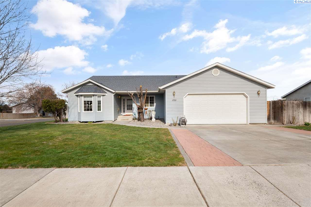 Single Family Homes for Sale at 1701 S Lyle Street Kennewick, Washington 99337 United States
