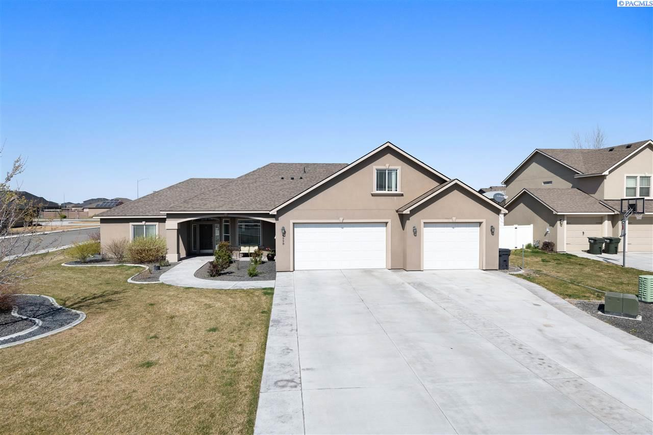 Single Family Homes for Sale at 6598 Opal Court West Richland, Washington 99353 United States